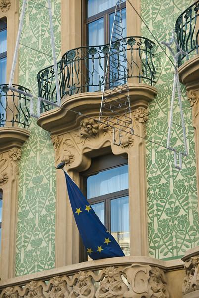 Window in Barcelona, on Las Ramblas. (Dec 14, 2007, 11:30am)