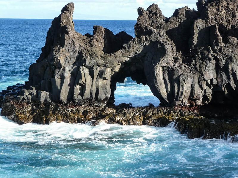Basalt lava arch on Kipiulu walk