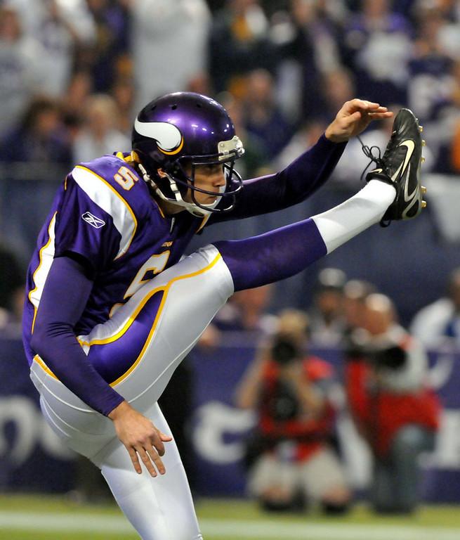 . Minnesota Vikings punter Chris Kluwe punts during the third quarter against the Dallas Cowboys at the Metrodome in Minneapolis on Sunday, Jan. 17, 2010. (Pioneer Press: John Doman)