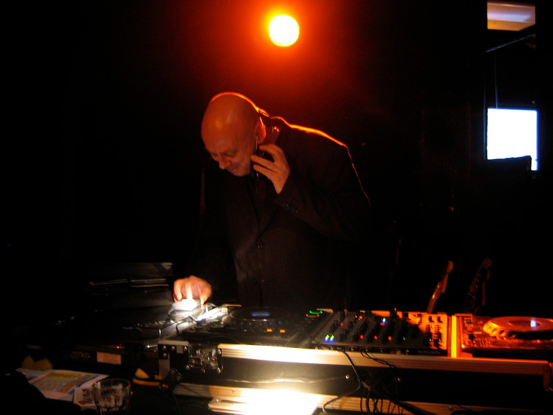 Simon Raymonde of Cocteau Twins DJ-ing for us in Paris, France.