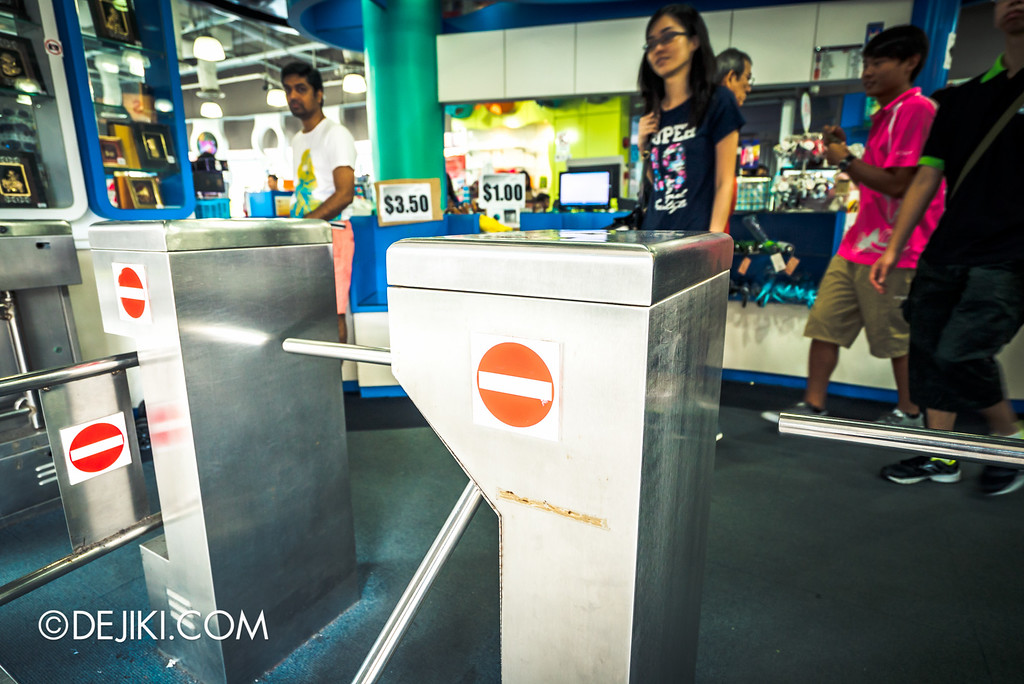 Underwater World Singapore - Souvenir House turnstile goodbye