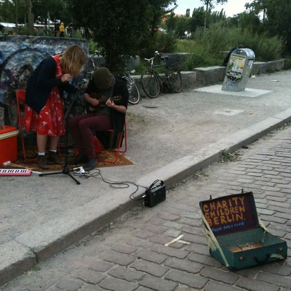 Ukelele & xylophone street music for children's charity. Mauerpark, #berlin
