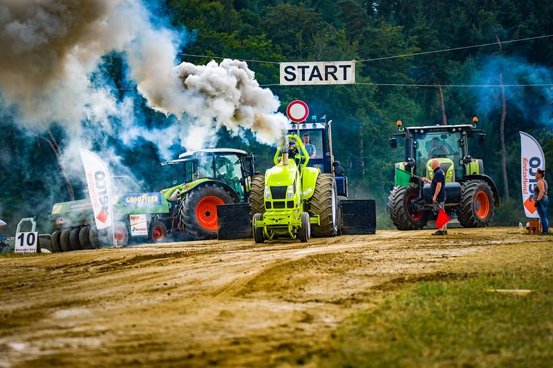 Tractor Pulling 2015-02507.jpg