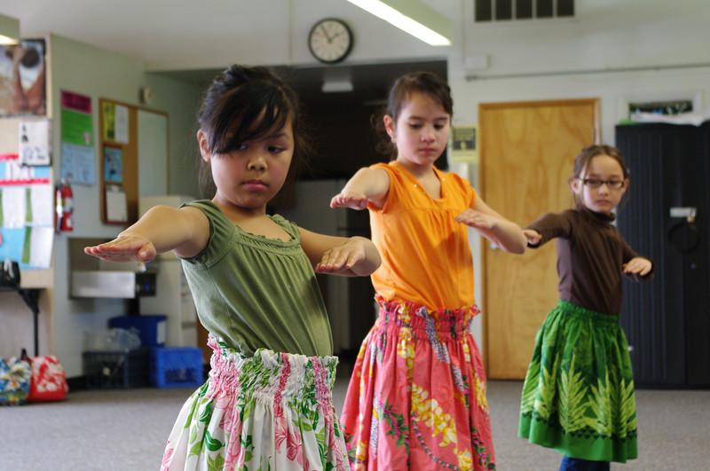 Hālau Hula Pulamahiaikalikolehua Keiki practice