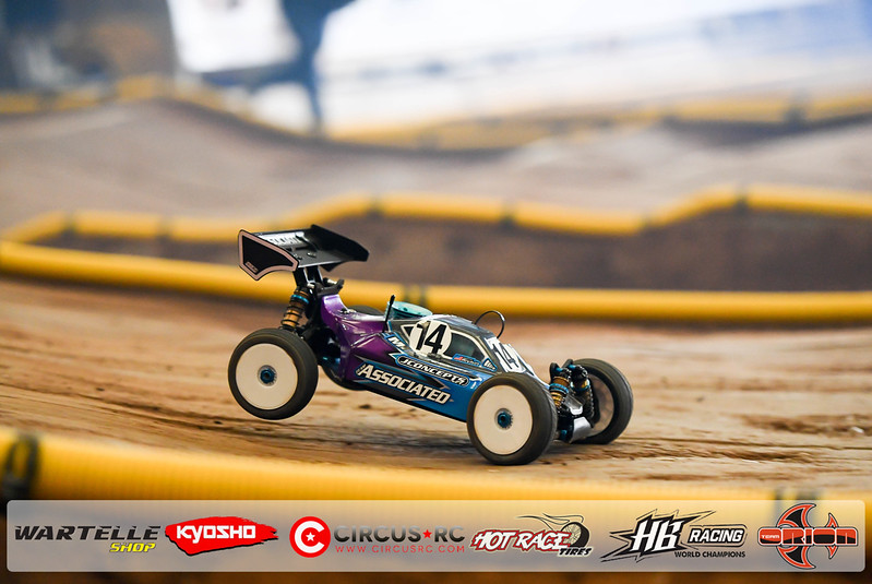 neo race track pits44.jpg
