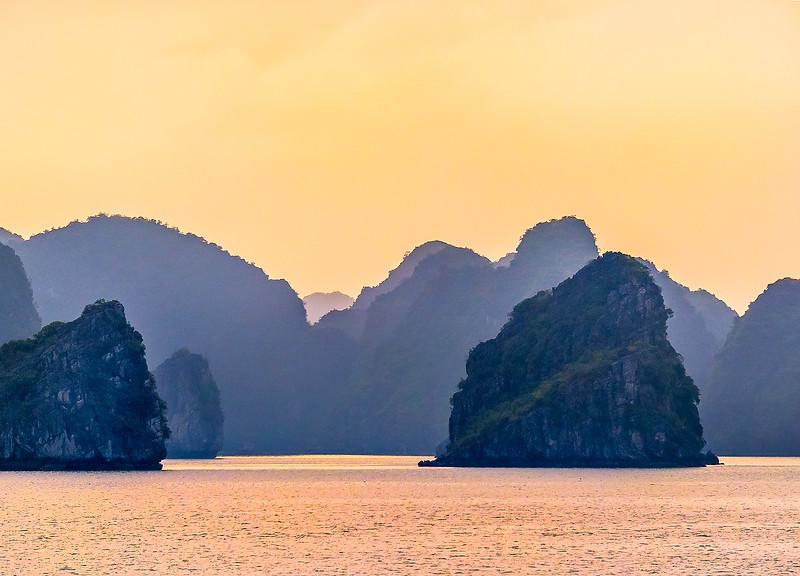 HaLong Bay Vietnam Cruise_P1090391.jpg