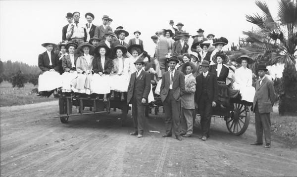 group-1909-ChurchPicnic-OrangeCountyPark.jpg