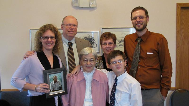Elissa, Warren, Judy, Chris, (Grandpa), Grandma and Dylan
