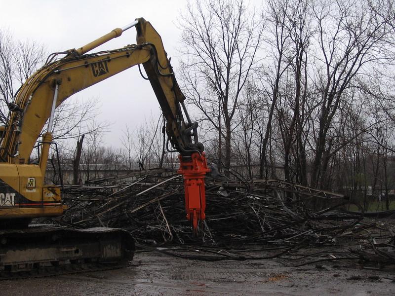 NPK M20K demolition shear on Cat excavator-C&D recycling (3).JPG