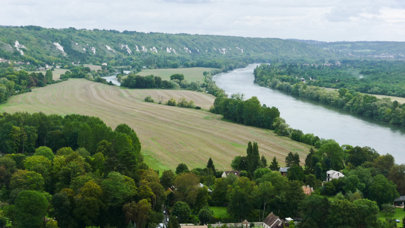 A view of the Seine river from the top of the Chateau.