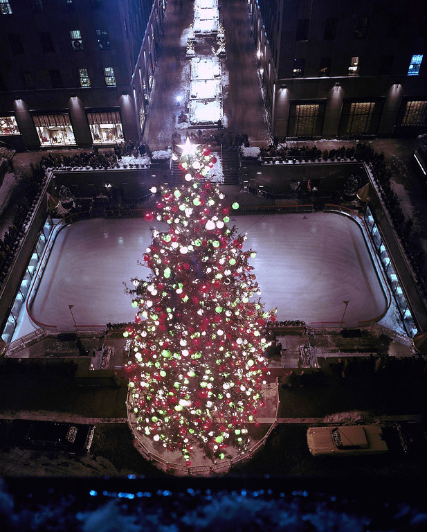 . This is an overhead view of New York\'s famous Rockefeller Center Christmas tree in with the ice skating rink and Channel Gardens behind it, 1959. (AP Photo)