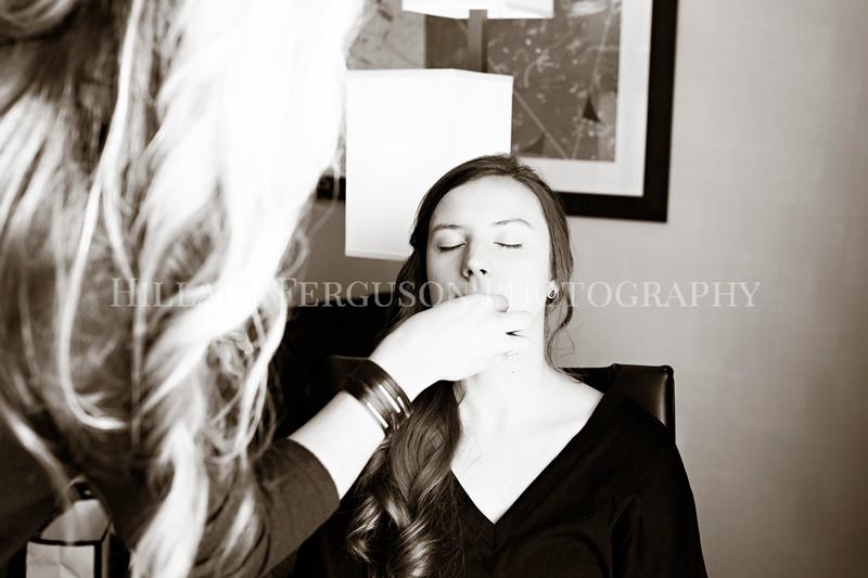Hillary_Ferguson_Photography_Melinda+Derek_Getting_Ready027.jpg