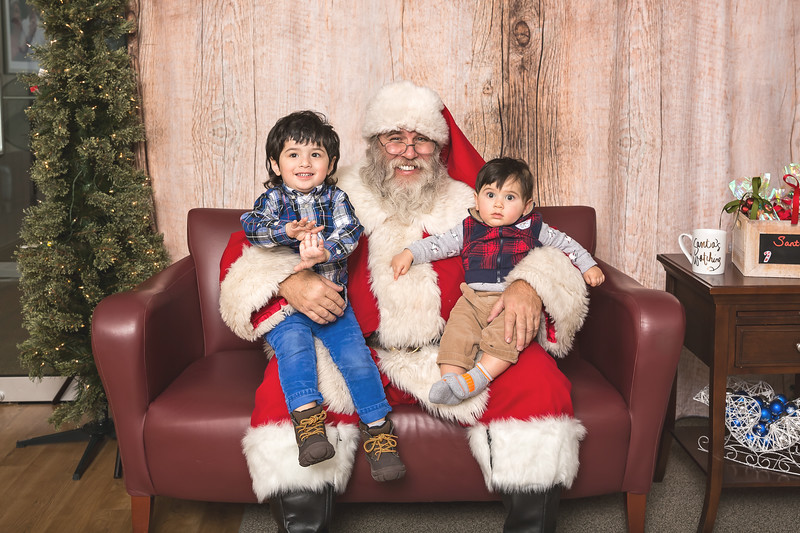 Ameriprise-Santa-Visit-181202-4989.jpg