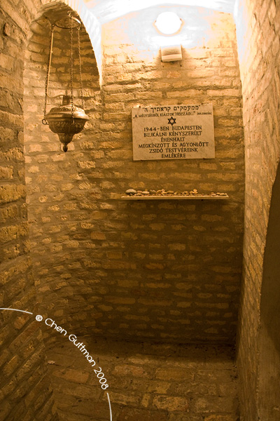 A small chamber underneath the musuem dedcated for the Hungarian Jewish community who perished in WWII