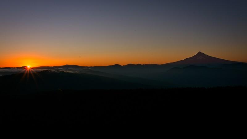 Larch Mt. Sunrise, 2020/08/27