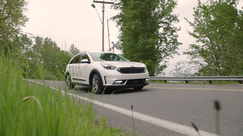 2017 Kia Niro Touring Driving Reel