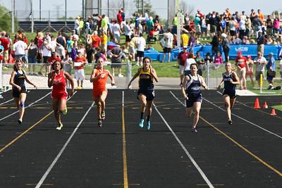 D4 Girls 200 Meters - 2013 MHSAA LP D4 Track and Field Finals