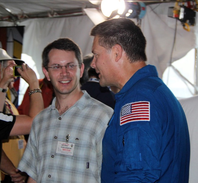 @robpegoraro with astronaut Doug Wheelock (@Astro_Wheels)