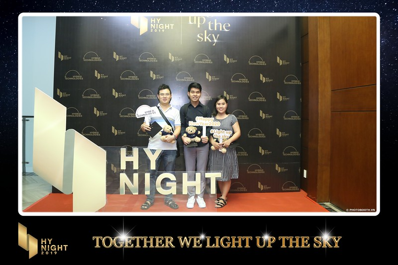 Buzz-Comm-Year-End-Party-instant-print-photo-booth-at-New-World-Saigon-Chup-hinh-lay-lien-Tat-nien-WefieBox-Photobooth-Vietnam-038.jpg