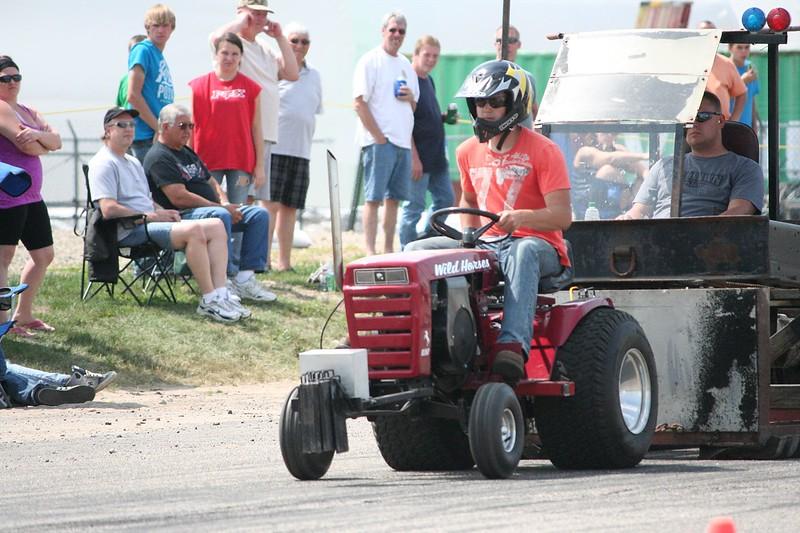 St. Paul Park tractor pull 2013 025.JPG