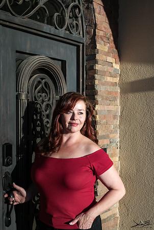 Amber Reynolds - Business Head Shot