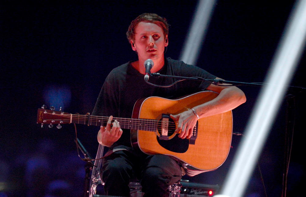 Description of . Singer Ben Howard performs during the BRIT Awards, celebrating British pop music, at the O2 Arena in London February 20, 2013.  REUTERS/Dylan Martinez