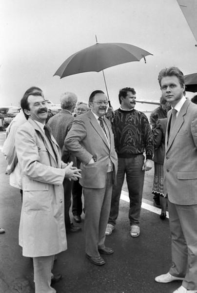 """Gintarinės Ledi "" belaukiant.Aerodrome 1990m"