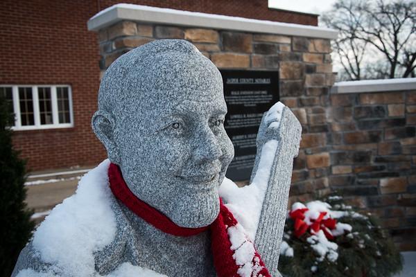 Burl Ives statue