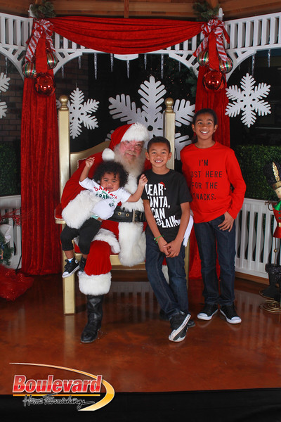 Santa 12-17-16-595.jpg