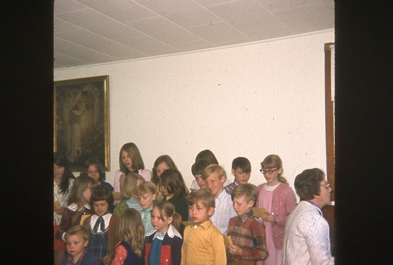 1972-''CHILDREN'S CHIOR''.jpg