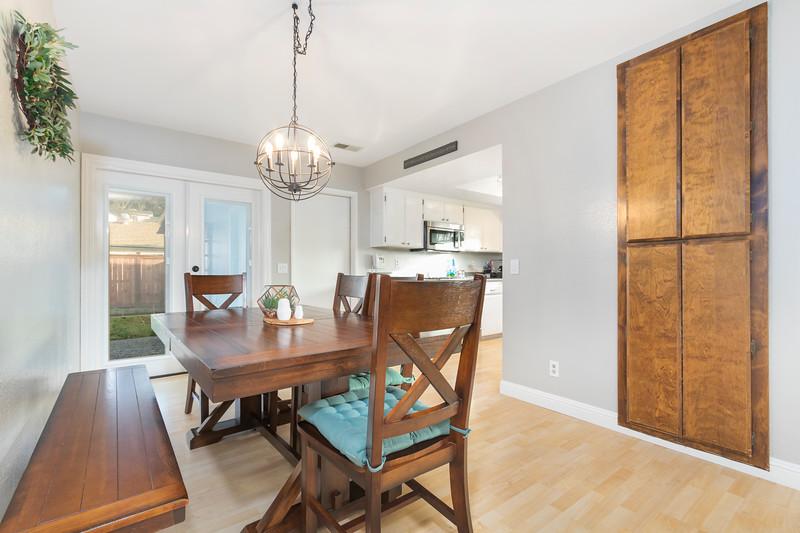 4505 Lobos 13 Dining Room & Kitchen.jpg
