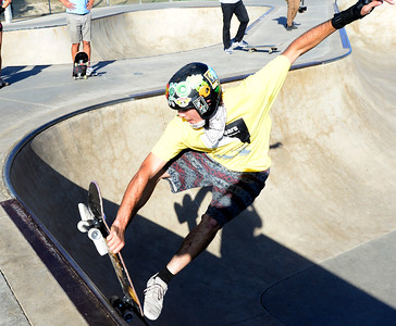Photos: Shiloh House Students Get Skateboards