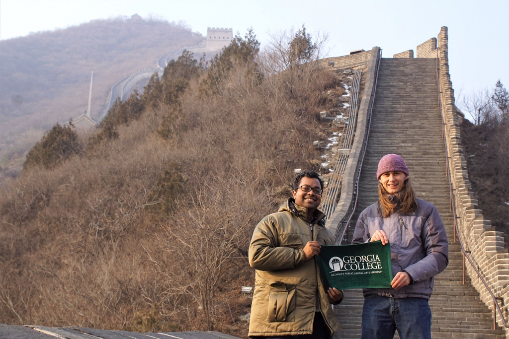 Mahabaduge and physics major Bo Cavender at the Great Wall of China in December 2019.