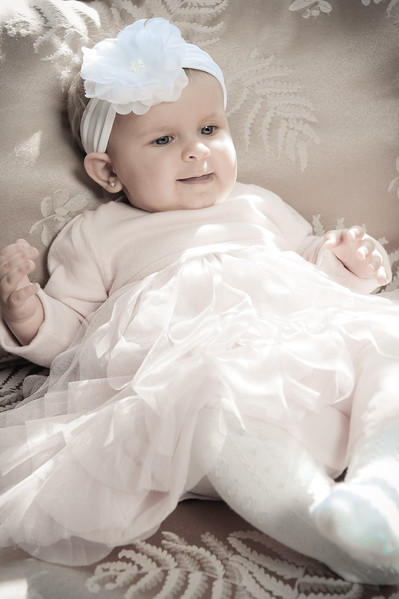 Lily at 6 months-4596.jpg