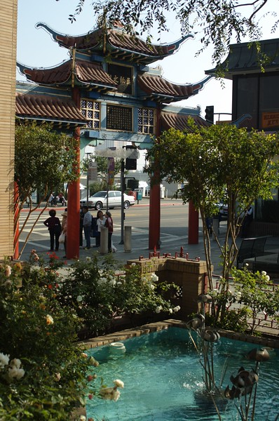ChinatownCentralPlaza029-PondAndBroadway-2006-10-25.jpg