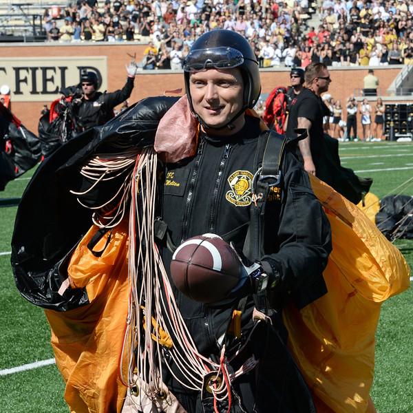 Army Golden Knights parachute team 04.jpg