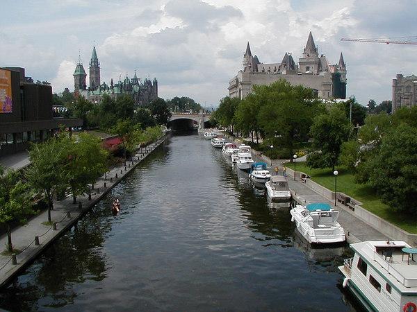 canal_parliament_hotel.jpg