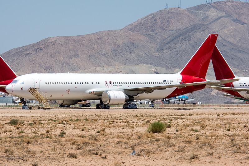 Victorville_25_09Jun2014_Qantas_VH-OGQ_18-300mm.jpg