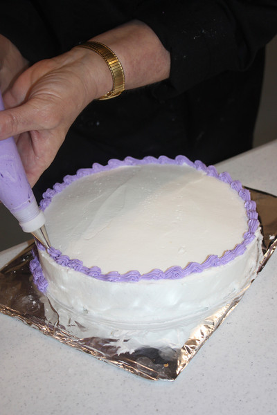 Mid-Week Adventures - Cake Decorating -  6-8-2011 161.JPG