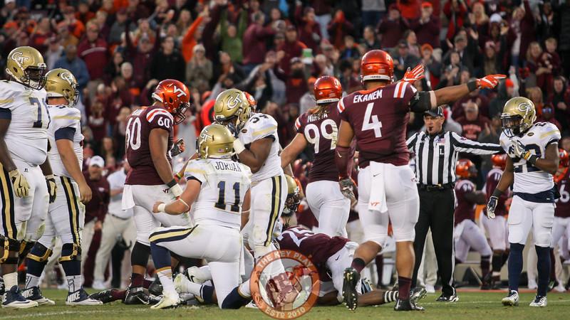 Virginia Tech recovers a Georgia Tech fumble on the first snap of the second half. (Mark Umansky/TheKeyPlay.com)
