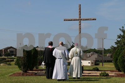 cemetery-dedicates-catholic-section