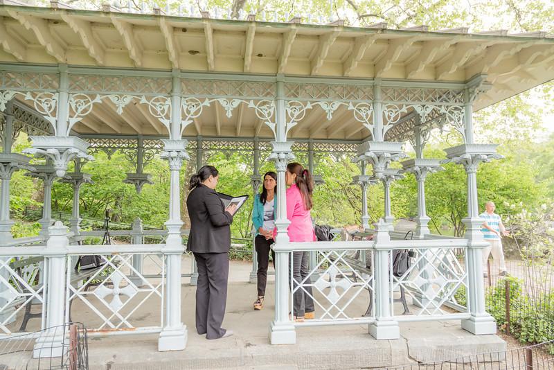Carla y Constanza - Boda Parque Central-10.jpg