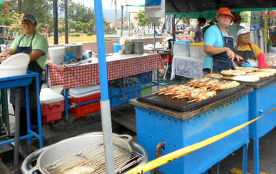 MY FAVORITE THING at the Feria / Farmer's Market are the Pork•Cerdo Skewers!!  SOOOOO GOOD!!!   PRICE:  1,300-c / $2.40-ish each but they're BIG these days!!  (as of July 28,  2014)