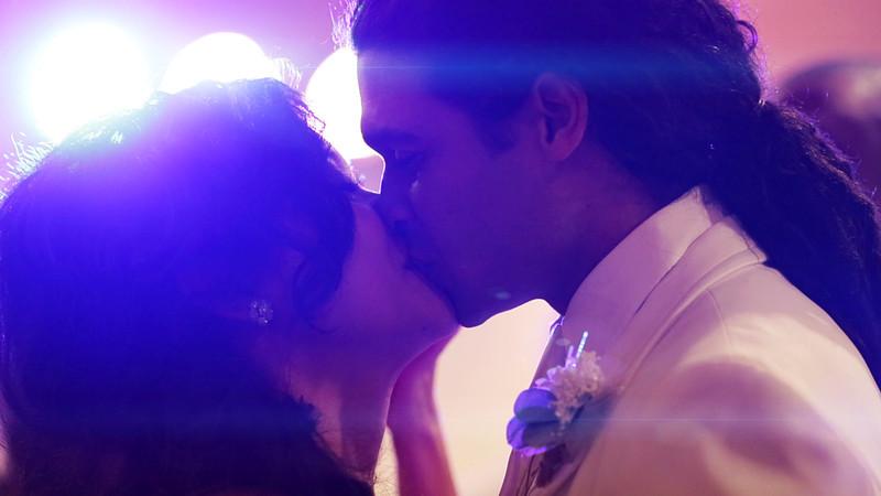 Paul and Kecee Kiss2.jpg