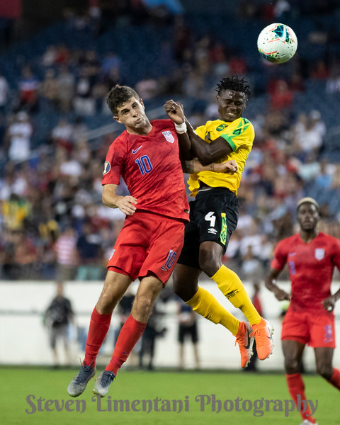 Christian Pulisic #10, Andre Lewis #4