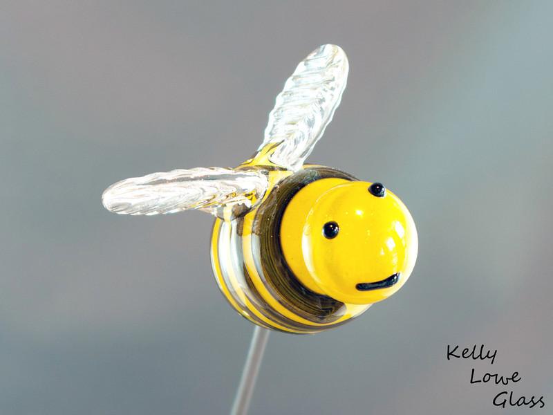 Bee - Picture 2/2  Buzzzzzzzzzzzzzzzzzzzzzz!!! Buzz buzz buzz... bu bu bu buzz.