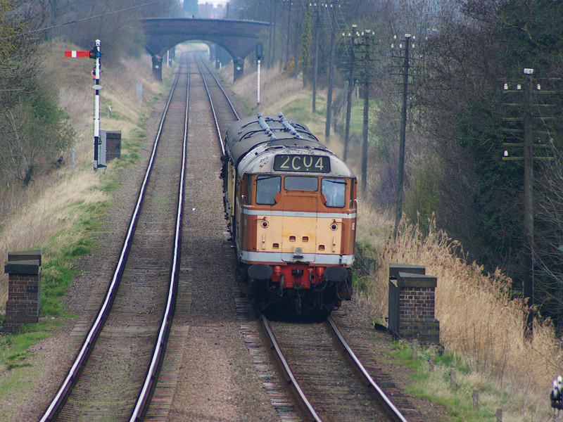 D5830 (31563) slows for it's call at Quorn & Woodhouse on the 13th April 2008