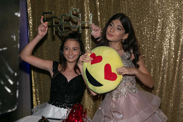Hannah & Ariella Candids during Cocktail Party 22sep2018