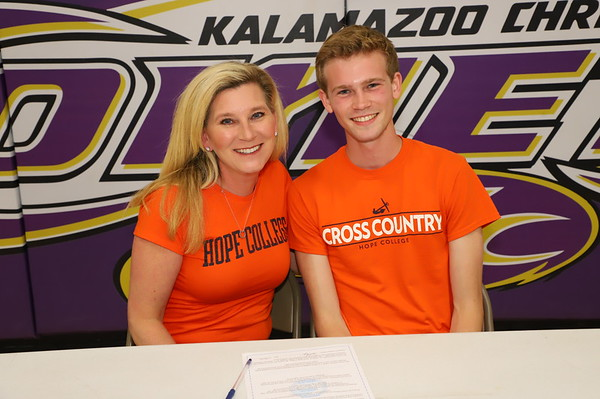 Anders Bogard Cross Country Signing - KCHS