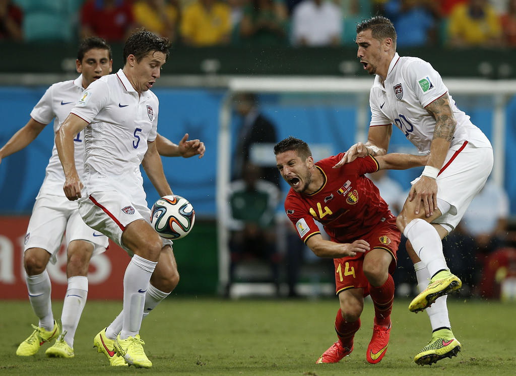 . US defender Matt Besler (L) and US defender Geoff Cameron (R) challenge Belgium\'s forward Dries Mertens (C) for the ball during the Round of 16 football match between Belgium and USA at The Fonte Nova Arena in Salvador on July 1, 2014, during the 2014 FIFA World Cup. AFP PHOTO / ADRIAN  DENNIS/AFP/Getty Images